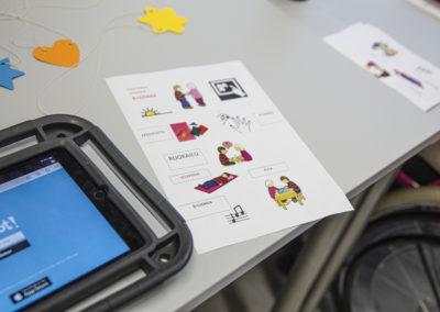 Tablettia ja kuvia käytetään opiskeluvälineenä TELMAssa.