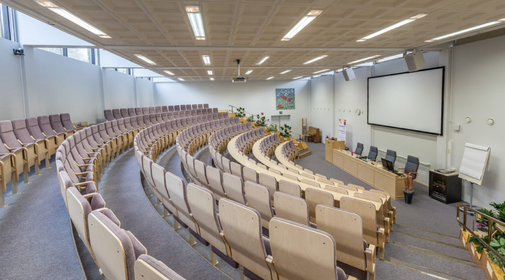 Kiipulasali on auditorio 200 hengelle.
