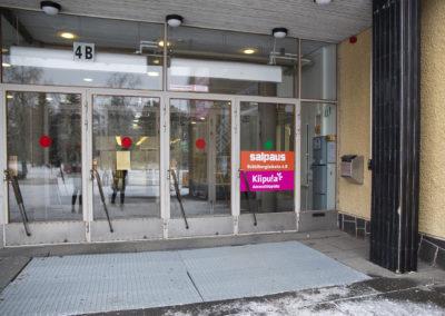 Pääsisäänkäynti tapahtuu ovesta 4B.
