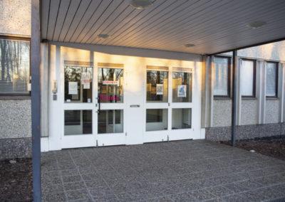 Sisäänkäynti Kiipulan ammattiopiston tiloihin Riihimäellä.
