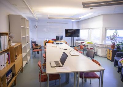 Luokkatila Vantaan toimipaikassa.
