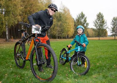 KiipMTB 2020 maastopyöräilijöitä.